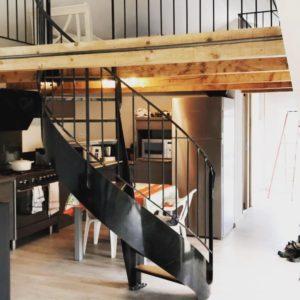Escalier métal hélicoïdal marches en bois (chêne)